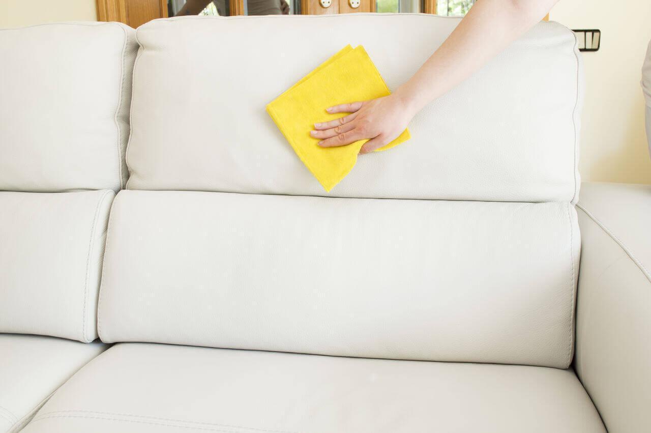 Как быстро почистить любую мягкую мебель