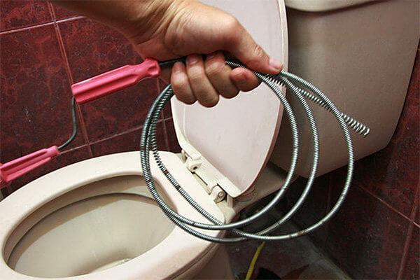 Что делать если засорился туалет