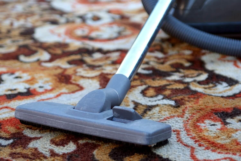Как быстро и эффективно почистить палас