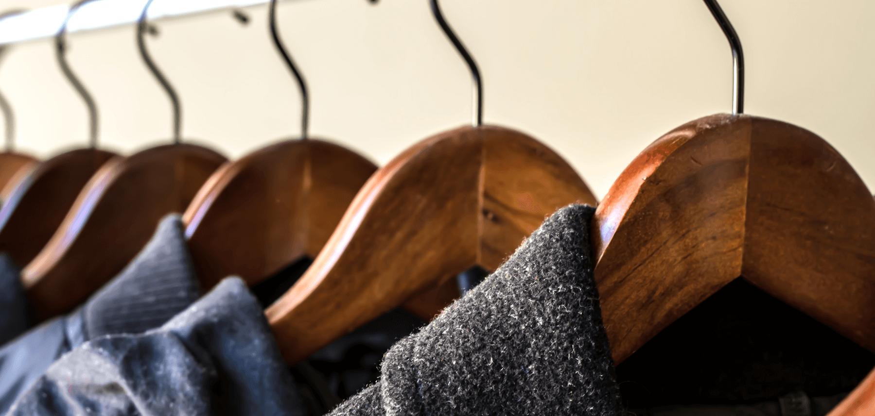 Чистим драповое пальто от пыли и пятен в домашних условиях