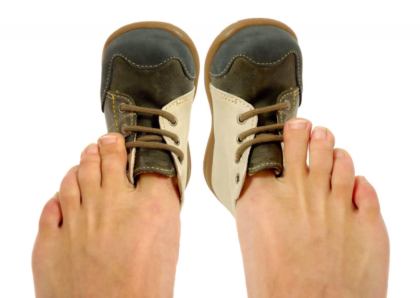 Как растянуть кроссовки, если они жмут