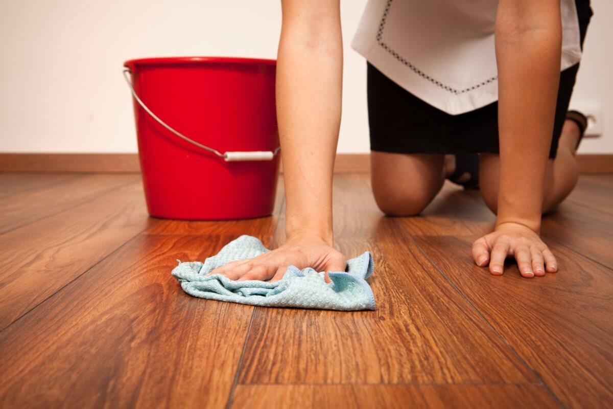 Как отмыть пятна зеленки с любого напольного покрытия