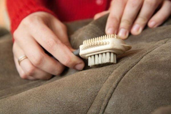 Как почистить дубленку в домашних условиях: натуральную, из замши, от пятен