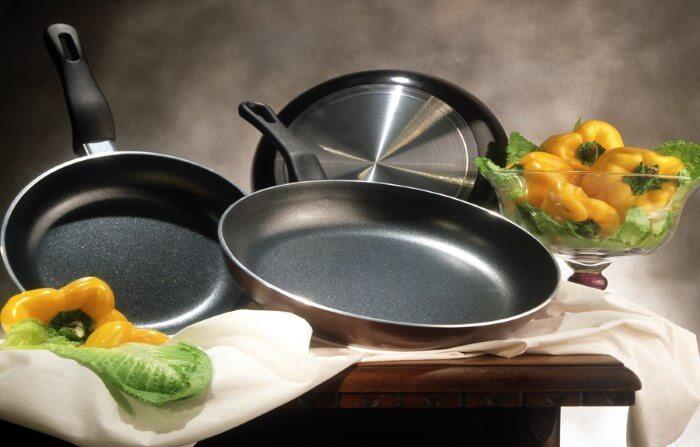 Как убрать нагар со сковороды с антипригарным покрытием