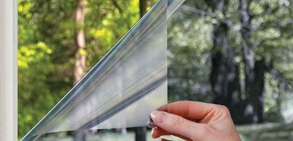 Как снять с пластиковых окон старую пленку