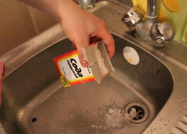 Чем прочистить канализацию на кухне народными средствами