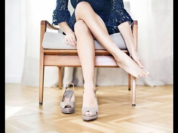 Как разносить замшевые туфли, которые жмут или натирают