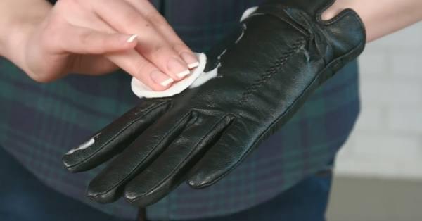 Как почистить перчатки из натуральной кожи