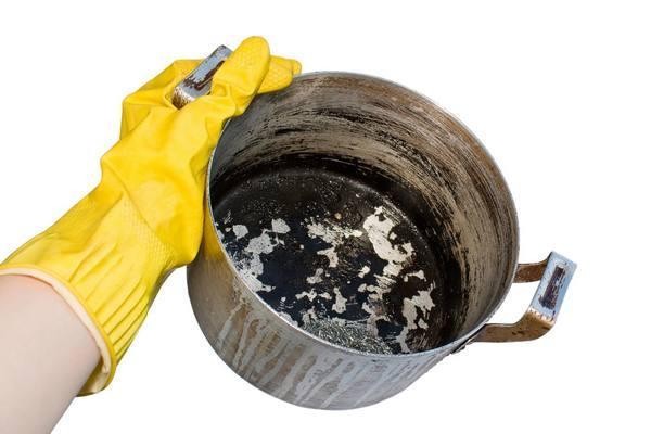 Как отмыть пригоревшую посуду
