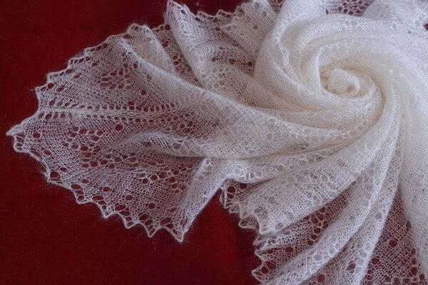 Как постирать пуховый платок, чтобы его не испортить