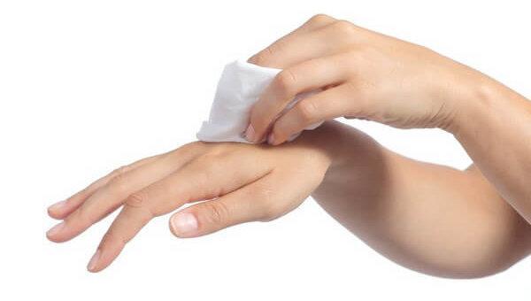 Как убрать с рук монтажную пену