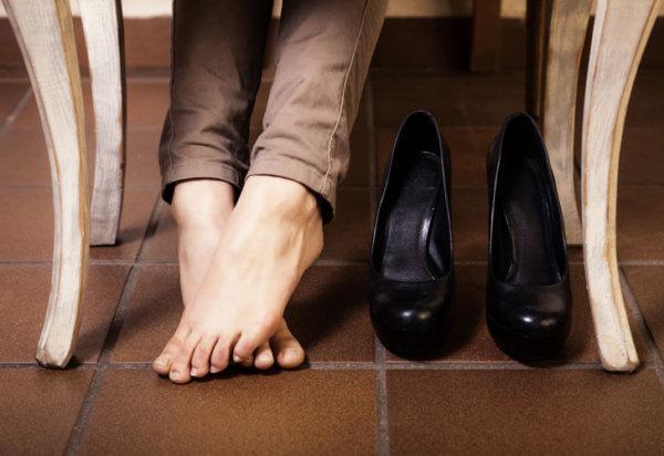Как растянуть лаковую обувь, которая жмет