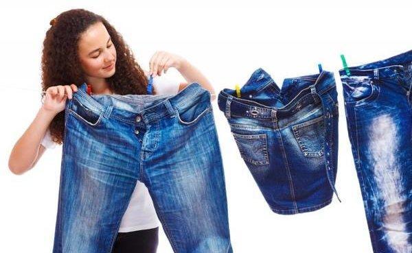 Красятся джинсы – что делать, чтобы вещь не линяла?
