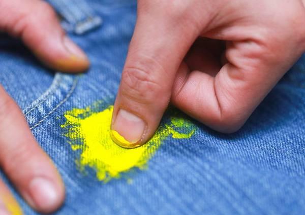 Как отстирать пятна от масляной краски с одежды
