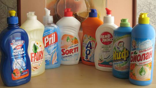Чем вывести масляную краску с одежды