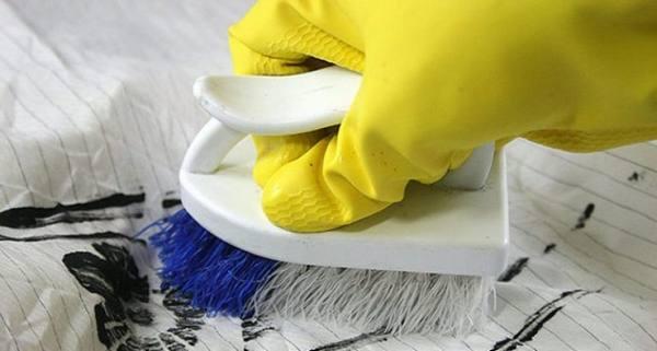 Как вывести с одежды акриловую масляную и другие виды краски