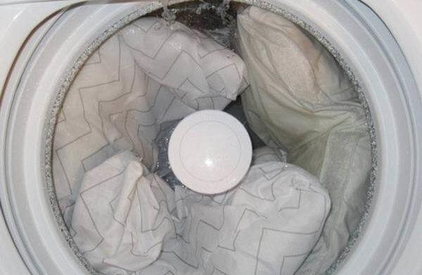 hoznauka 1592 e1499196005260 600x391 - Как стирать подушку «антистресс», можно ли ее стирать в стиральной машине автомат