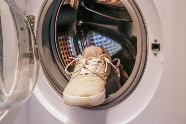 Как постирать обувь в машинке
