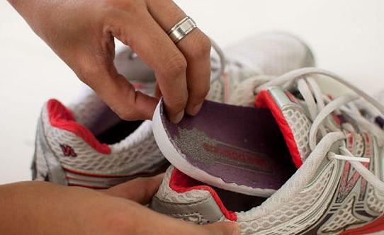 Какую обувь можно стирать в машинке