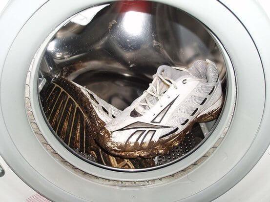 Как правильно постирать кроссовки в стиральной машине
