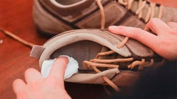 Как избавиться от вони в кроссовках