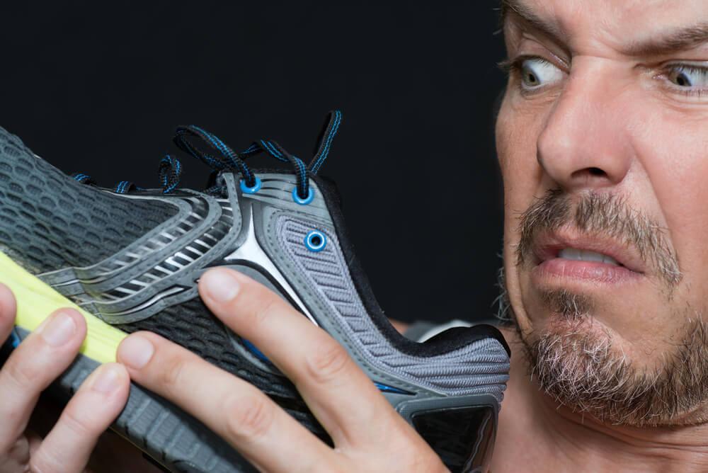 Как убрать неприятный запах от кроссовок