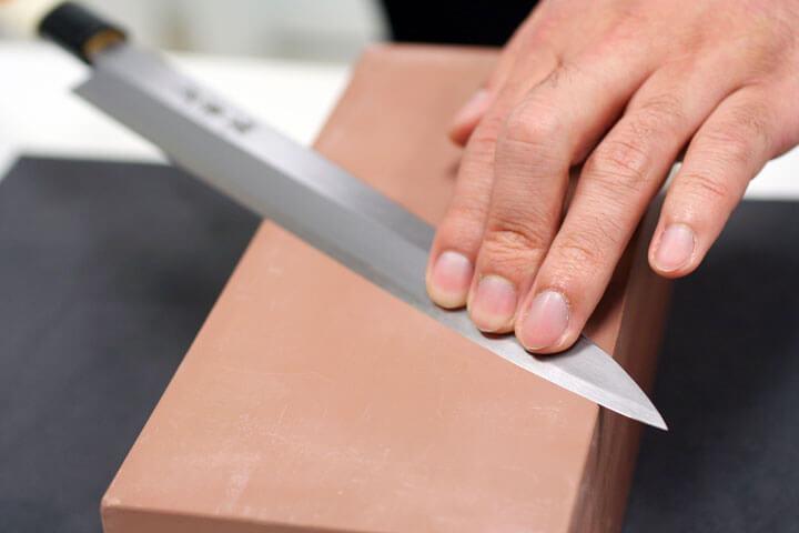 Как правильно наточить ножи бруском