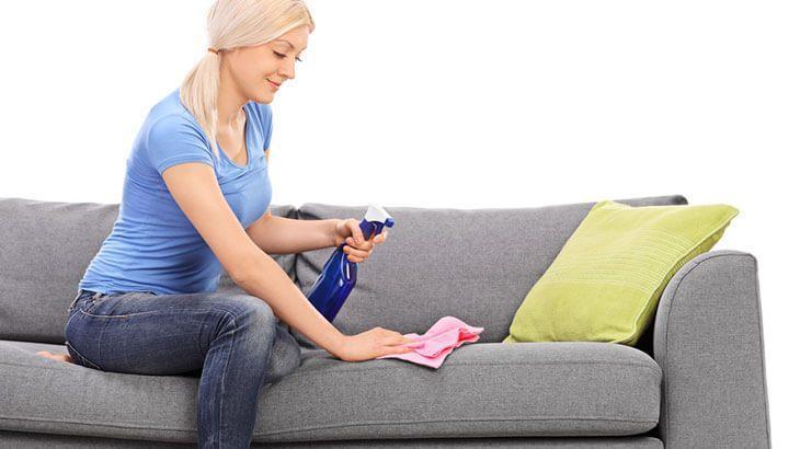 Как почистить тканевую обивку дивана от пыли и пятен